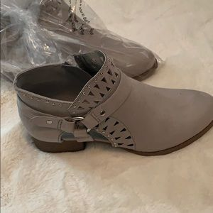 New!   City classified booties tan with silver 5.5